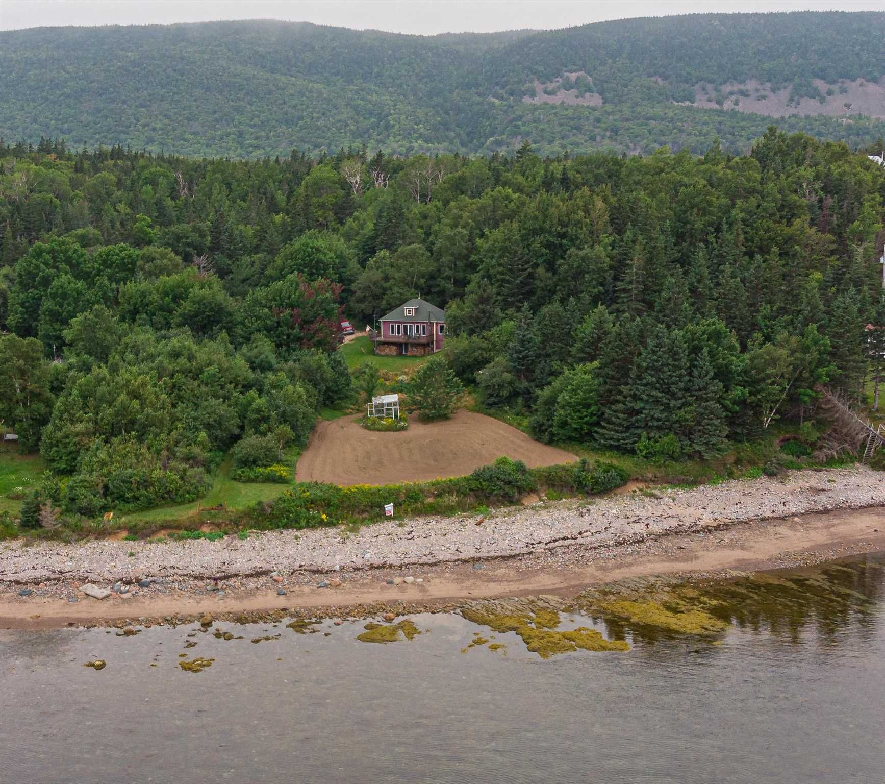 Main Photo: 1660 NEW CAMPBELLTON Road in Cape Dauphin: 209-Victoria County / Baddeck Residential for sale (Cape Breton)  : MLS®# 202115282