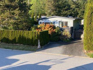 "Photo 3: 765 BRITANNIA Way in Squamish: Britannia Beach Manufactured Home for sale in ""Britannia Beach"" : MLS®# R2577592"