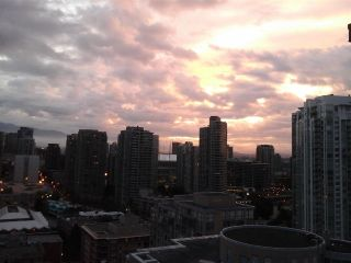"Photo 18: 2005 212 DAVIE Street in Vancouver: Yaletown Condo for sale in ""Parkview Gardens"" (Vancouver West)  : MLS®# R2218956"
