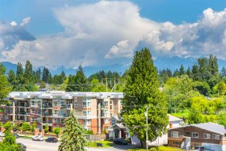 """Photo 7: 614 13963 105 Boulevard in Surrey: Whalley Condo for sale in """"HQ Dwell"""" (North Surrey)  : MLS®# R2584052"""