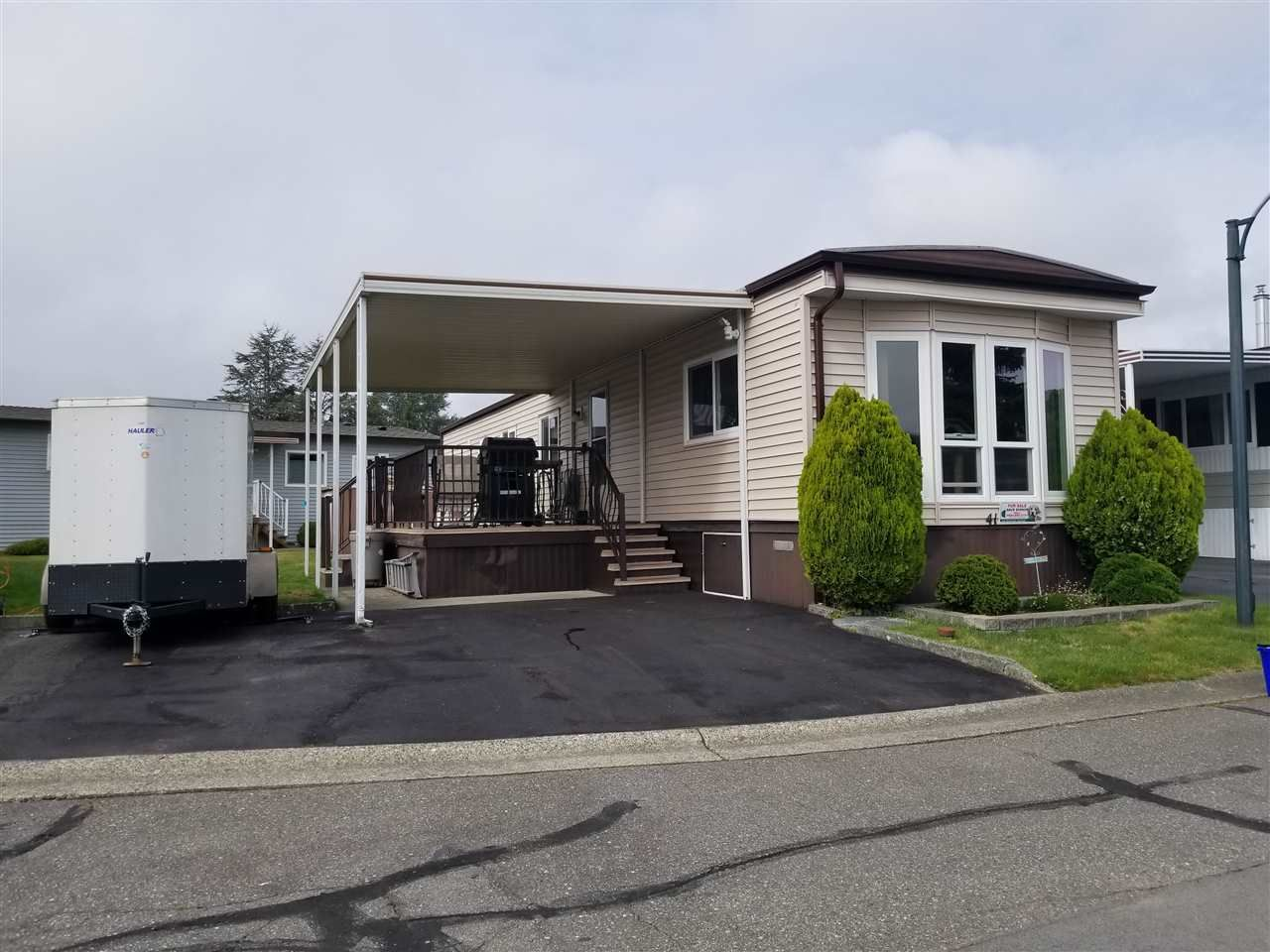 """Main Photo: 41 2120 KING GEORGE Boulevard in Surrey: King George Corridor Manufactured Home for sale in """"Five oaks"""" (South Surrey White Rock)  : MLS®# R2407054"""