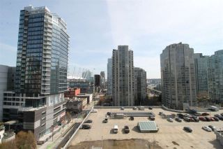 """Photo 10: 1303 909 MAINLAND Street in Vancouver: Yaletown Condo for sale in """"YALETOWN PARK 2"""" (Vancouver West)  : MLS®# R2561164"""