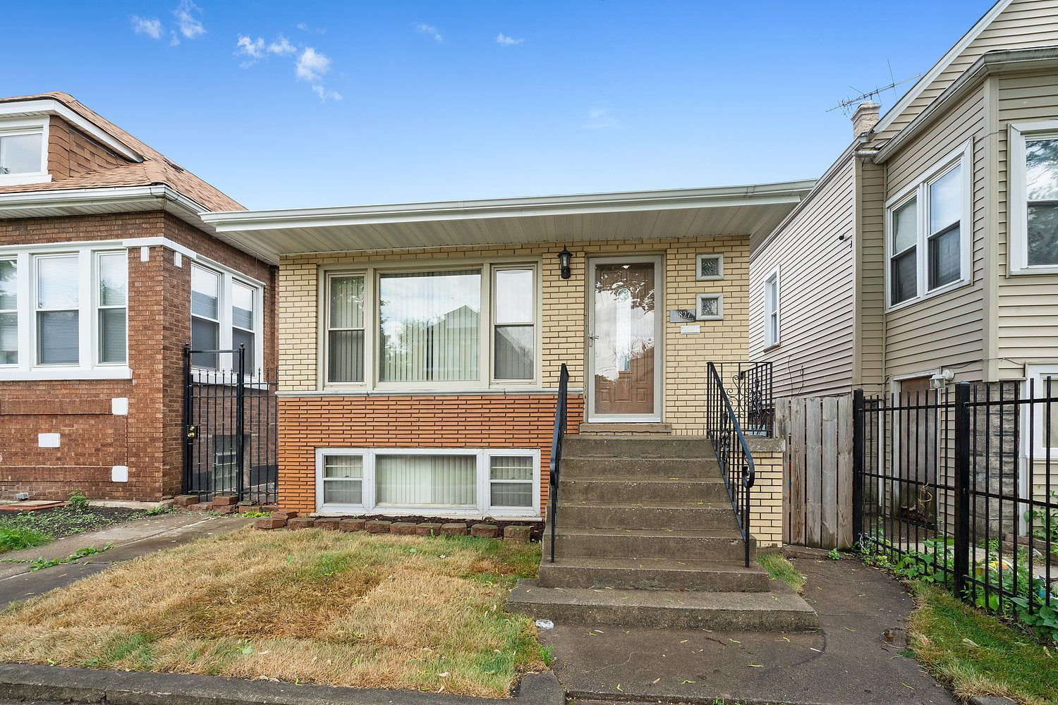 Main Photo: 6827 S CAMPBELL Avenue in Chicago: CHI - Chicago Lawn Residential for sale ()  : MLS®# 11107699