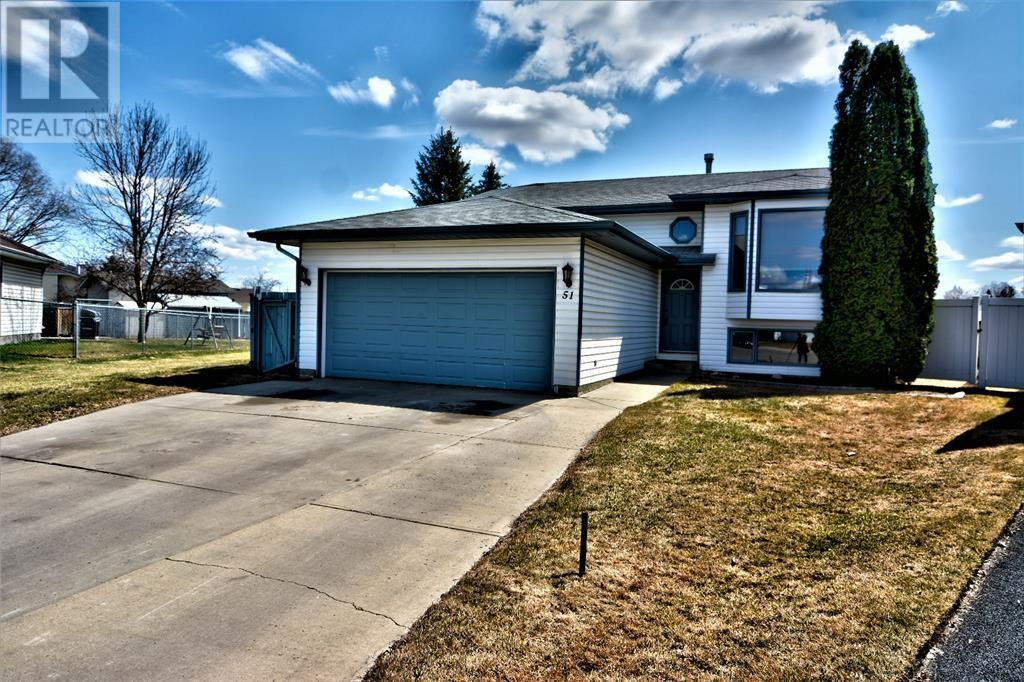 Main Photo: 51 Kemp Avenue in Red Deer: House for sale : MLS®# A1103323