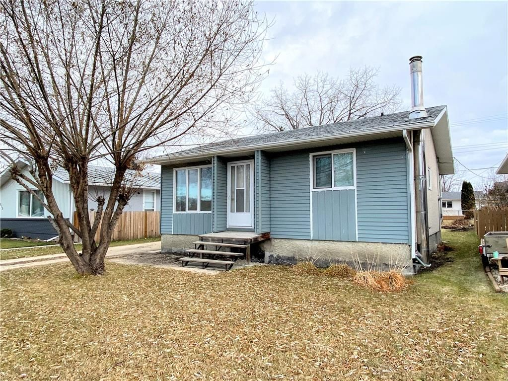 Main Photo: 815 Vimy Road in Winnipeg: Residential for sale (5H)  : MLS®# 202027610
