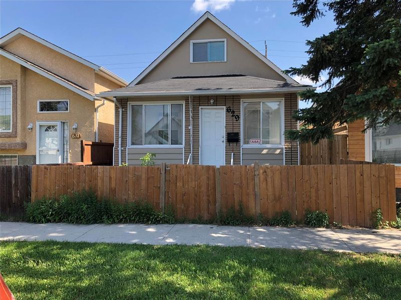 FEATURED LISTING: 629 Aberdeen Avenue Winnipeg