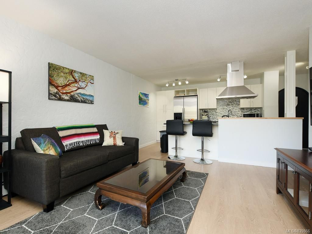 Main Photo: 203 1235 Johnson St in Victoria: Vi Downtown Condo for sale : MLS®# 839866