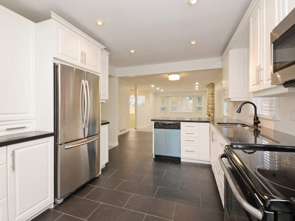 Photo 8: Photos: 3247 SAMUELS Court in Coquitlam: New Horizons House for sale : MLS®# R2219617