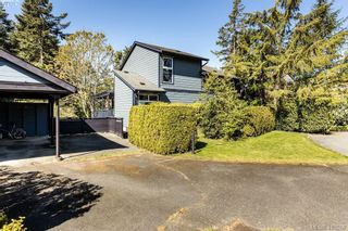 Photo 3: 685 Daffodil Ave in VICTORIA: SW Marigold House for sale (Saanich West)  : MLS®# 813850