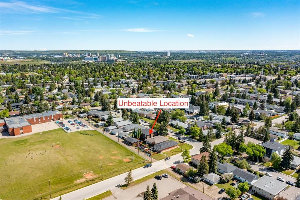 Main Photo: 935 43 Street SW in Calgary: Rosscarrock Semi Detached for sale : MLS®# A1144166
