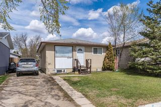 Photo 1: 3226 Massey Drive in Saskatoon: Massey Place Residential for sale : MLS®# SK860135