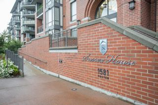 """Photo 2: 502 1581 FOSTER Street: White Rock Condo for sale in """"Sussex House"""" (South Surrey White Rock)  : MLS®# R2390075"""