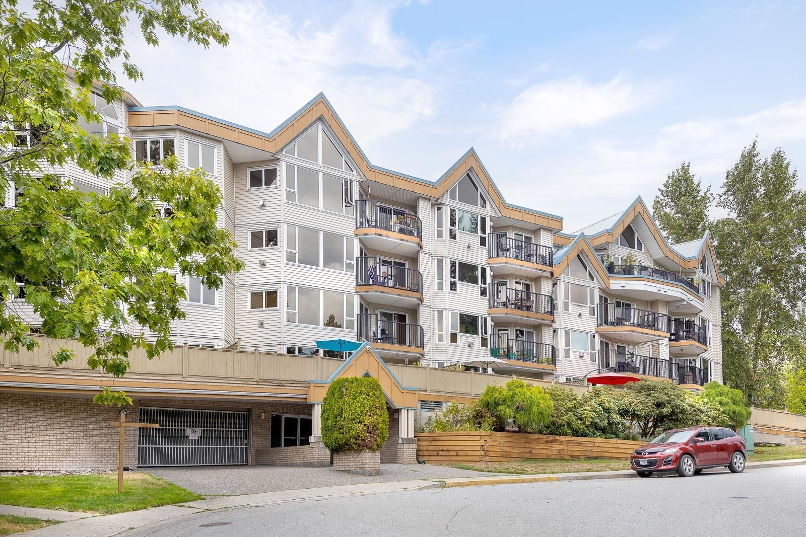 """Main Photo: 112 11595 FRASER Street in Maple Ridge: East Central Condo for sale in """"BRICKWOOD PLACE"""" : MLS®# R2611316"""