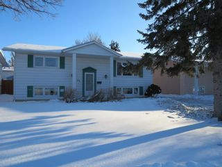 Photo 1: 82 Woodbury Drive in Winnipeg: Pulberry Residential for sale (2C)  : MLS®# 202002844