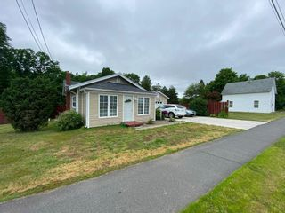 Photo 1: 5817 Highway 1 in Cambridge: 404-Kings County Residential for sale (Annapolis Valley)  : MLS®# 202116002