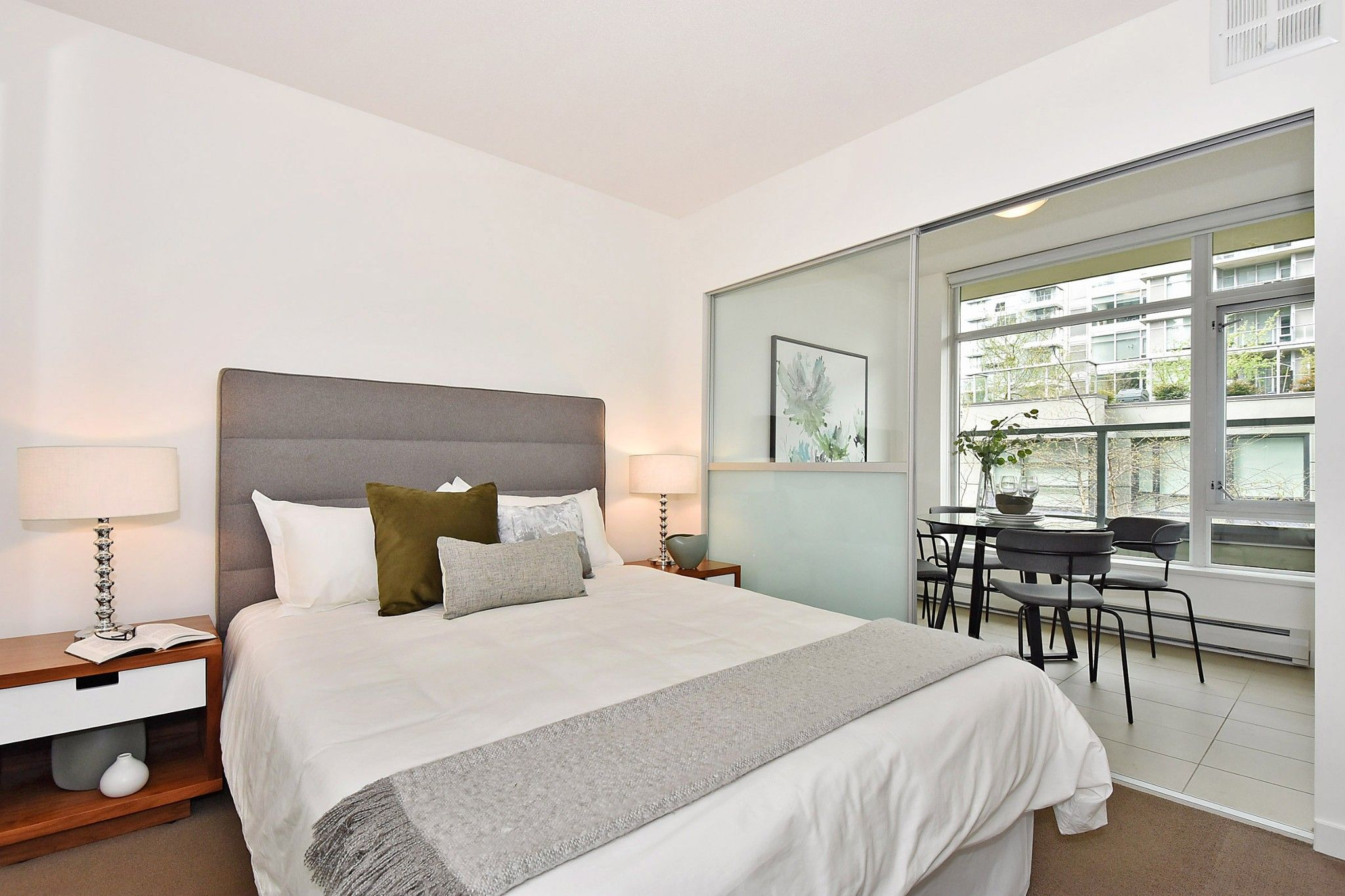 """Photo 13: Photos: 306 138 W 1ST Avenue in Vancouver: False Creek Condo for sale in """"WALL CENTRE FALSE CREEK"""" (Vancouver West)  : MLS®# R2360592"""