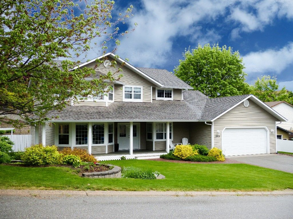 Main Photo: 5914 Kennedy Street in Summerland: House for sale : MLS®# 166537