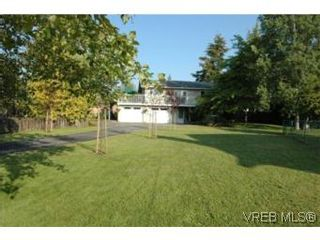 Photo 2: 7956 Arthur Dr in SAANICHTON: CS Turgoose House for sale (Central Saanich)  : MLS®# 535828