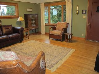 Photo 3: 312 DEVOY Street in New Westminster: The Heights NW House for sale : MLS®# R2026179