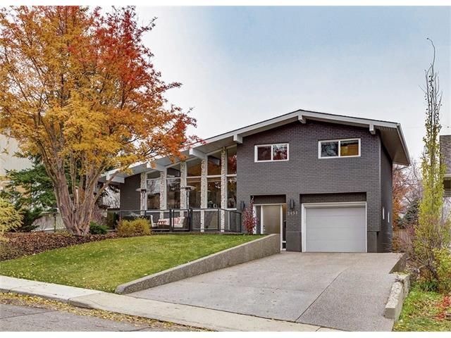Main Photo: 2435 CHEROKEE Drive NW in Calgary: Charleswood House for sale : MLS®# C4085454