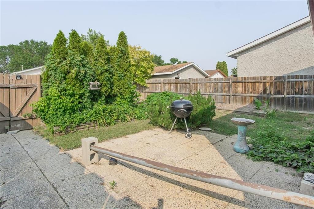 Photo 25: Photos: 31 Lamirande Place in Winnipeg: Richmond Lakes Residential for sale (1Q)  : MLS®# 202119515
