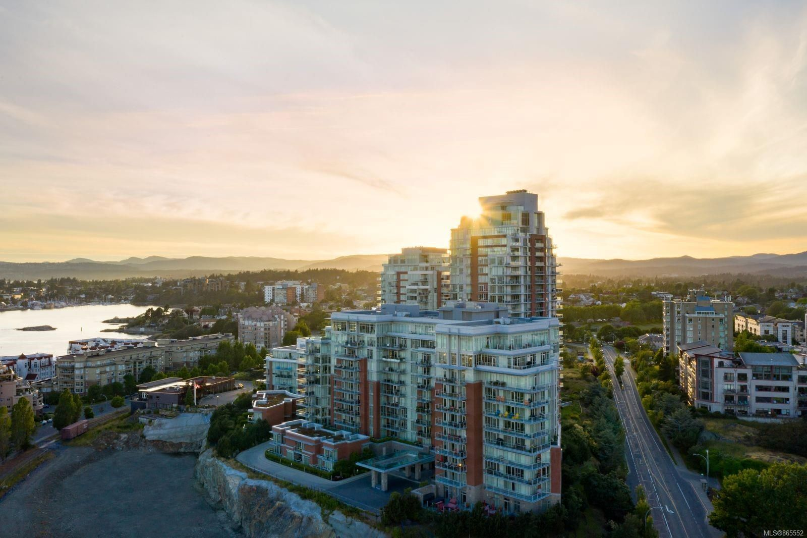 Main Photo: 510 100 Saghalie Rd in : VW Songhees Condo for sale (Victoria West)  : MLS®# 865552