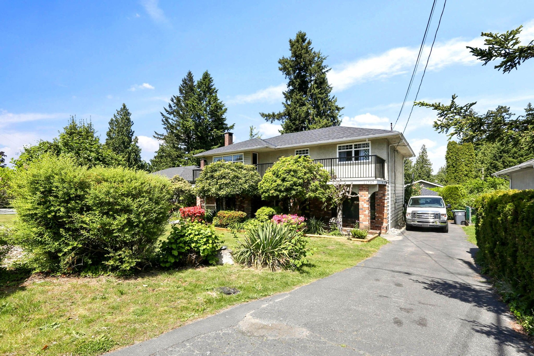 Main Photo: 11737 97A Avenue in Surrey: Royal Heights House for sale (North Surrey)  : MLS®# R2582644