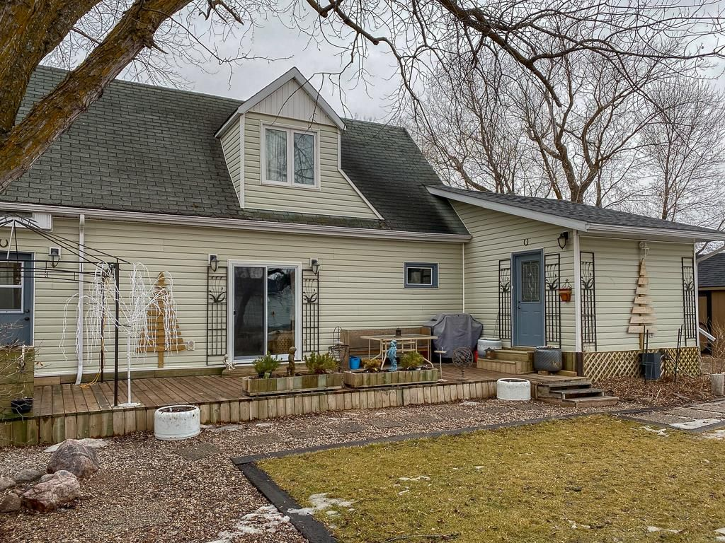 Main Photo: 6 First Street: Whitemouth Residential for sale (R18)  : MLS®# 202105091