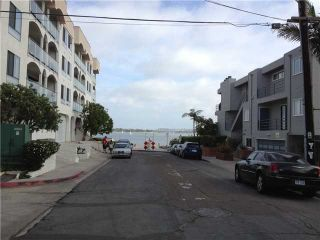 Photo 4: PACIFIC BEACH Condo for sale : 2 bedrooms : 1225 Pacific Beach Drive #4b in San Diego
