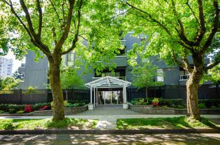 """Photo 2: 102 2885 SPRUCE Street in Vancouver: Fairview VW Condo for sale in """"Fairview Gardens"""" (Vancouver West)  : MLS®# R2267756"""