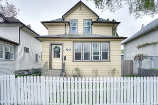 Photo 1: 618 Warsaw Avenue in Winnipeg: Crescentwood Single Family Detached for sale (1B)  : MLS®# 202112451