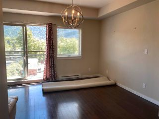 """Photo 3: 406 38142 CLEVELAND Avenue in Squamish: Downtown SQ Condo for sale in """"CLEVELAND COURTYARD"""" : MLS®# R2581310"""