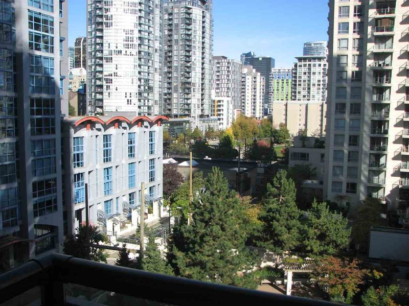FEATURED LISTING: 802 - 1295 RICHARDS Street Vancouver