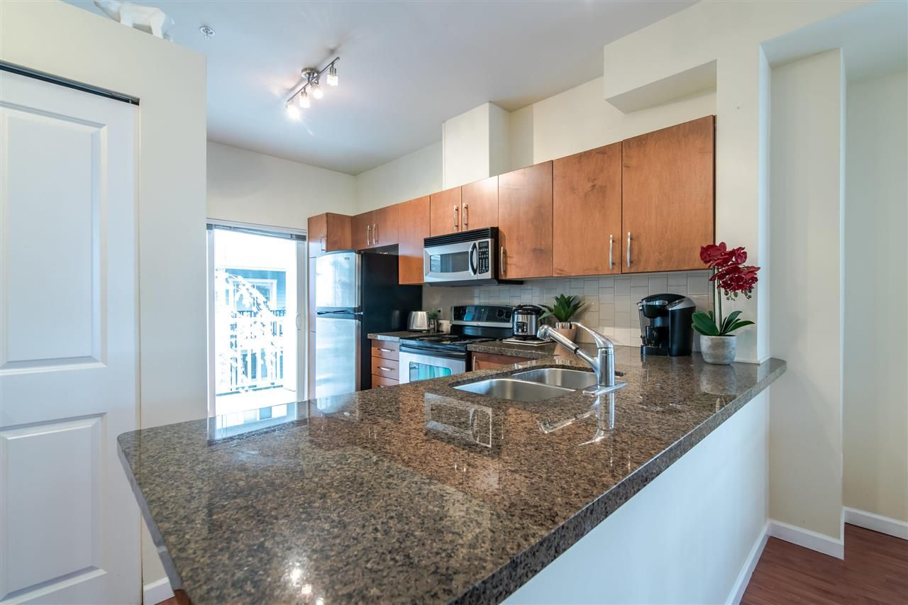 """Photo 6: Photos: 4 935 EWEN Avenue in New Westminster: Queensborough Townhouse for sale in """"COOPERS LANDING"""" : MLS®# R2355621"""