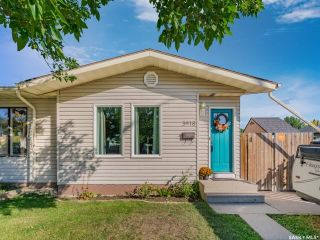 Photo 1: 3918 Diefenbaker Drive in Saskatoon: Confederation Park Residential for sale : MLS®# SK870637