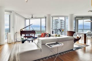"Photo 1: 2202 1228 W HASTINGS Street in Vancouver: Coal Harbour Condo for sale in ""Palladio"" (Vancouver West)  : MLS®# R2485869"