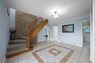 Photo 3: 1370 OAK Place in Squamish: Brackendale House for sale : MLS®# R2614210