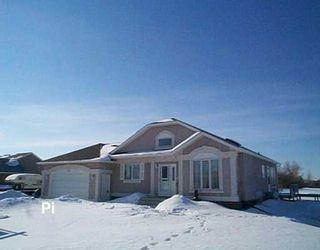 Photo 1: 730 KNOWLES Avenue in Winnipeg: North Kildonan Single Family Detached for sale (North East Winnipeg)  : MLS®# 2603327