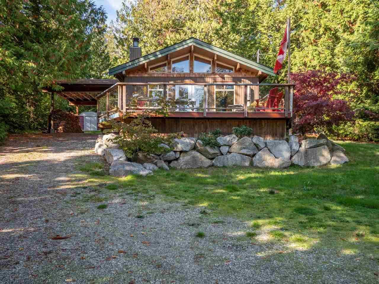 Main Photo: 5485 WAKEFIELD Road in Sechelt: Sechelt District House for sale (Sunshine Coast)  : MLS®# R2314066