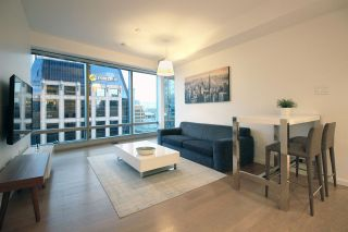"""Photo 3: 3208 1151 W GEORGIA Street in Vancouver: Coal Harbour Condo for sale in """"TRUMP INTERNATIONAL HOTEL & TOWER"""" (Vancouver West)  : MLS®# R2476355"""