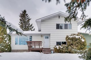 Photo 1: 6139 Buckthorn Road NW in Calgary: Thorncliffe Detached for sale : MLS®# A1070955