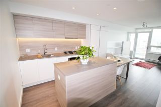 """Photo 10: 3001 908 QUAYSIDE Drive in New Westminster: Quay Condo for sale in """"Riversky 1"""" : MLS®# R2398687"""