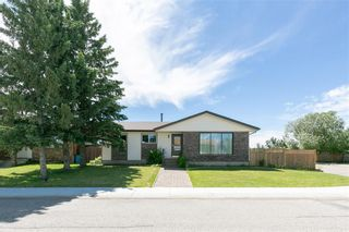 Photo 1: 27 Beaver Place: Beiseker Detached for sale : MLS®# C4306269