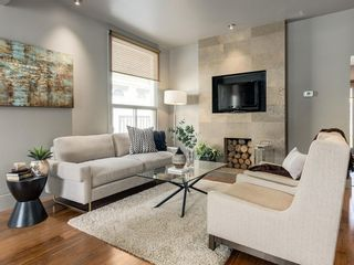 Photo 5: 212 15 Street NW in Calgary: Hillhurst Detached for sale : MLS®# C4299605