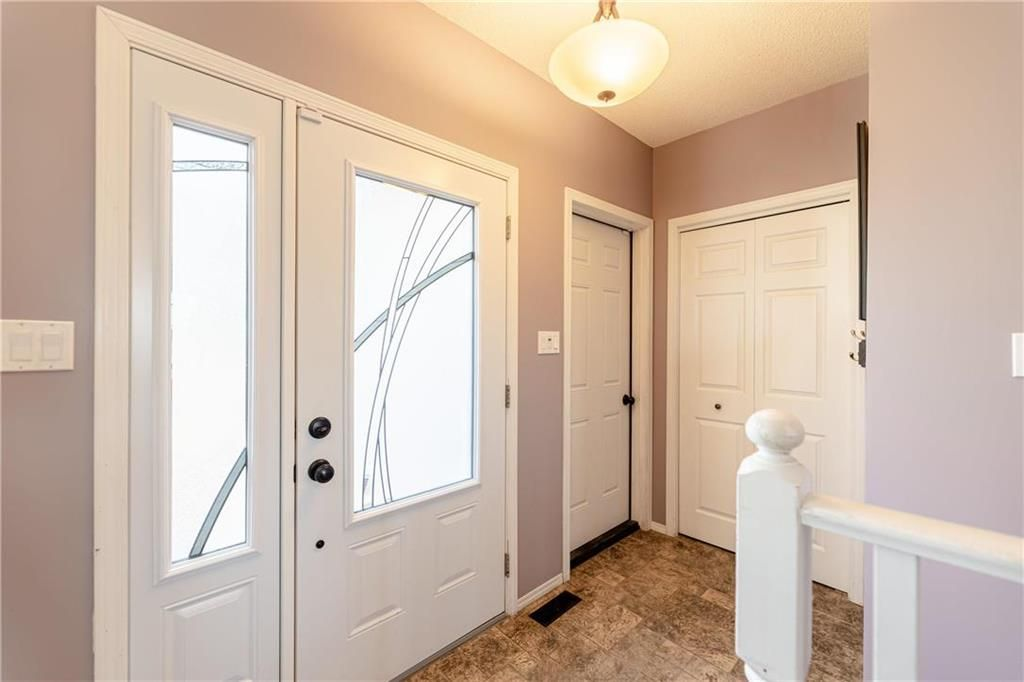 Photo 19: Photos: 20 PENROSE Crescent in Steinbach: R16 Residential for sale : MLS®# 202107867