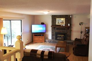 Photo 2: 14448 19A Ave in The Glens: Home for sale : MLS®# R2049963