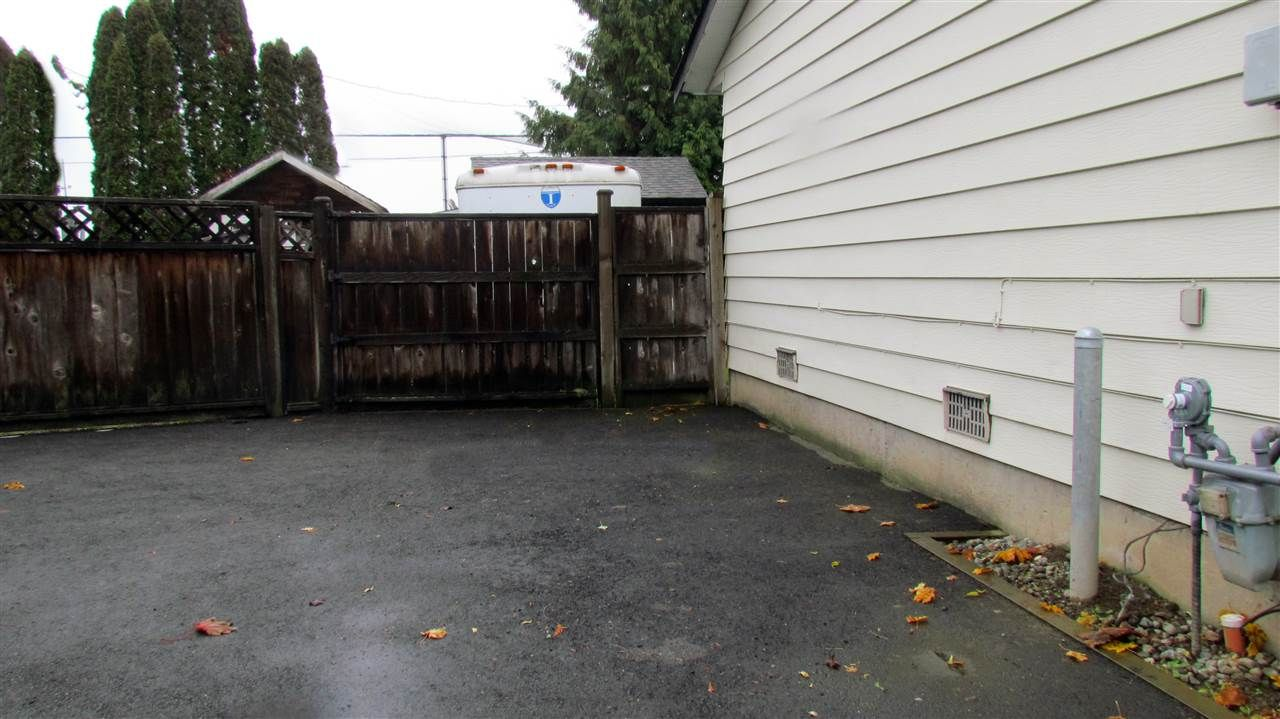 """Photo 16: Photos: 5052 205B Street in Langley: Langley City House for sale in """"Blacklock"""" : MLS®# R2415855"""