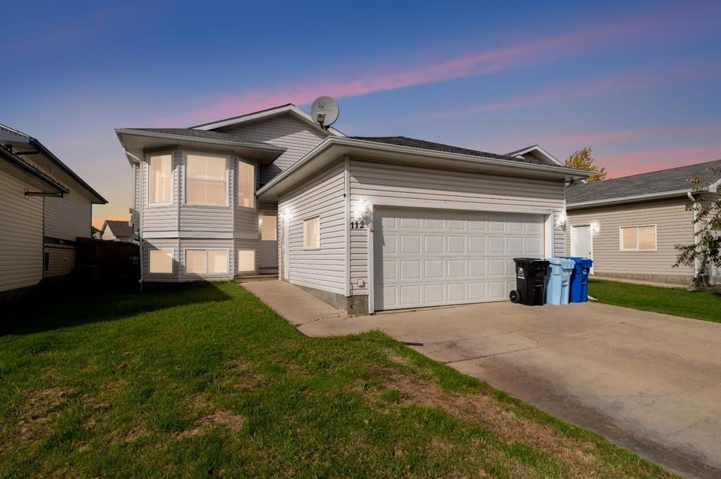 Bi-level with double attached garage in Timberlea.