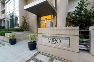"""Photo 10: 1403 1001 RICHARDS Street in Vancouver: Downtown VW Condo for sale in """"MIRO"""" (Vancouver West)  : MLS®# R2361718"""