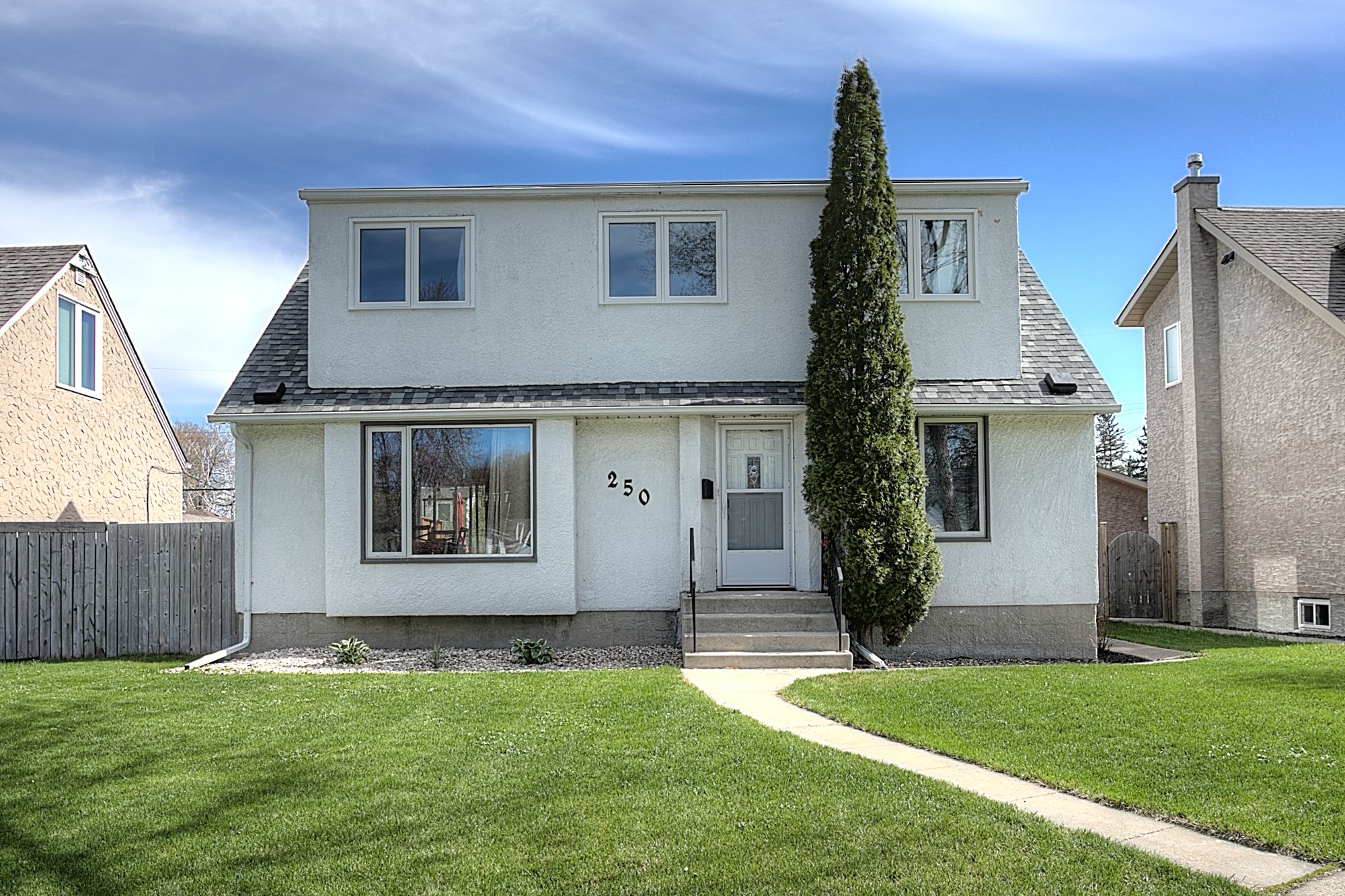 Main Photo: 250 Montgomery Avenue in Winnipeg: Riverview Single Family Detached for sale (1A)  : MLS®# 1913218